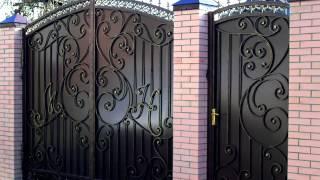 видео Ворота распашные из профнастила: плюсы и минусы