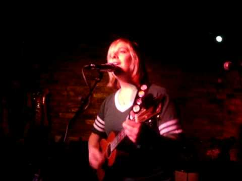 Julia Nunes at the Hope and Anchor - Build Me Up Buttercup