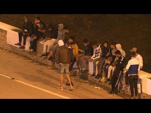 شاهد: شهادات مهاجرين مغاربة لا يخشون -الموت في البحر- للوصول إلى سبتة الإسبانية…