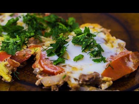 Яичница с тушенкой, луком и помидорами - вкусно и просто!
