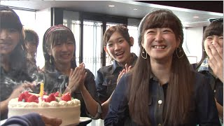 AKB48曲づくりプロジェクト PHASE12のMV撮影レポートでは、 「Reborn」のミュージックビデオ撮影の現場に密着! 慣れない演技にちょっぴりとまどいながらも撮影に ...