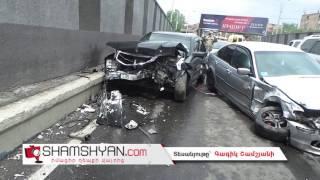 Խոշոր ավտովթար Երևանում  Հերացու թունելի սկզբնամասում բախվել են Mercedes ն ու BMW ն
