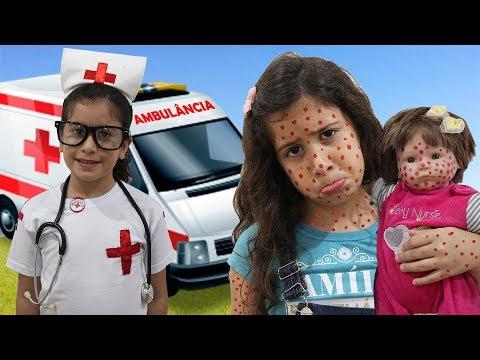 Maria Clara é médica por um dia e salva a bebê Reborn ♥ Pretend Play With Doctor