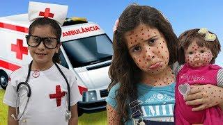 Maria Clara é médica por um dia e salva a bebê doll ♥ Pretend Play With Doctor