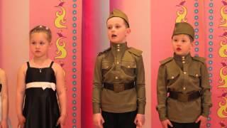 Дети рассказывают стихи о России(Патриотический концерт в детском саду посвящённый празднованию Дня победы. В детском саду проводится..., 2014-07-20T20:26:30.000Z)