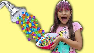 BIANKINHA FINGE BRINCAR CHUVEIRO MÁGICO M&MS  Kids Pretend Play Magic Shower شفا والدش السحري !!!
