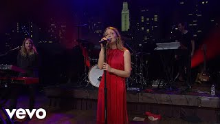 Смотреть клип Maggie Rogers - Light On