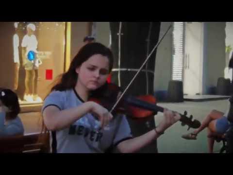Скрипачка на Дерибасовской, Одесса / Violinist On Deribasovskaya, Odessa