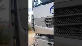 הנהלת נגב קרמיקה מוציאה סחורה מהמפעל בעזרת משאיות. יום ג' ה-5 בדצמבר. צילום: איציק קריאף