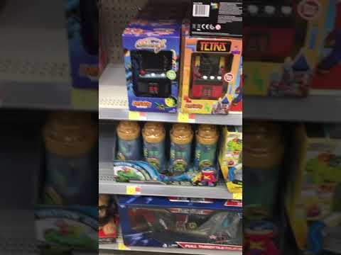 Godzilla Vs Kong Toy Hunt Walmart. Found the 2004 Playmates Godzilla Classics Wave 2 Figures.