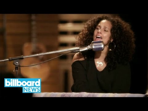 'The Voice' Coaches Cover TLC's 'Waterfalls'   Billboard News