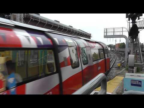 Jubilee Line (Diamond Jubilee Livery) 1996TS @ Finchley Road