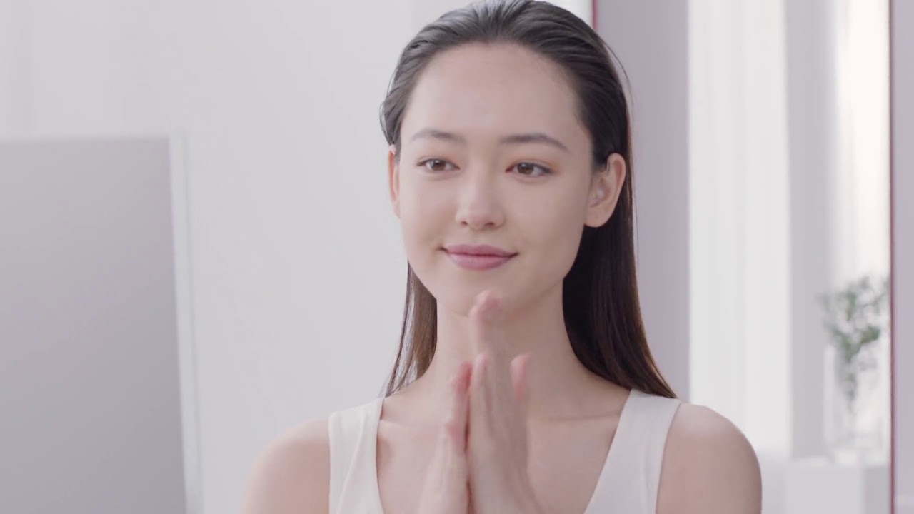 Clarins Beauty School - How to apply anti-ageing Toner - YouTube