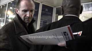 ralph fiennes   signing autographs at an invisible girl event in nyc