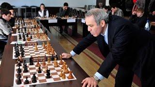 """Шахматы. Каспаров применяет современную """"тихую"""" итальянскую партию"""