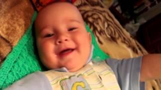 Ребенок смеется! Мега ржач)))))))