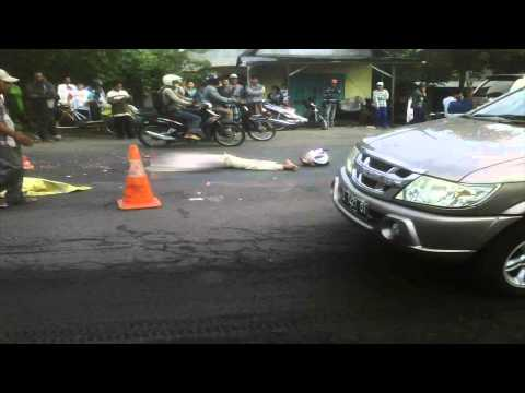 TRAGIS! Kecelakaan di depan nestle pasuruan 22 Des 2014