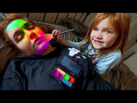 Mom Won't Wakeup!! FAMiLY SLEEPS IN! Morning Makeover from Adley! dad helps us get ready routine indir