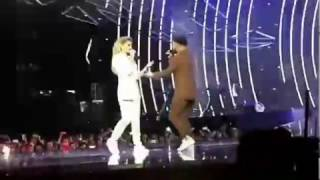 MONATIK и Вера Брежнева- Кружит ( Любовь спасёт мир) ,M1 Music Awards, ЗАЖГЛИ НА СЦЕНЕ!