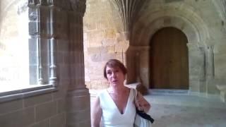 María Bayo visita la restauración del primer monumento que la escuchó