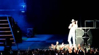 Tim McGraw singing Unbroken in Tampa