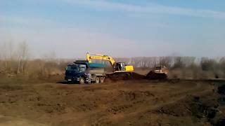 Чернозем. Погрузка чернозёма в Киевской области(Чернозем - плодородный грунт насыщенный гумусом., 2015-03-28T23:44:27.000Z)