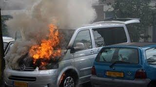 Auto deels uitgebrand na kortsluiting Brederode Huizen (339)