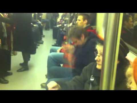 topa w metrze naćpany ?
