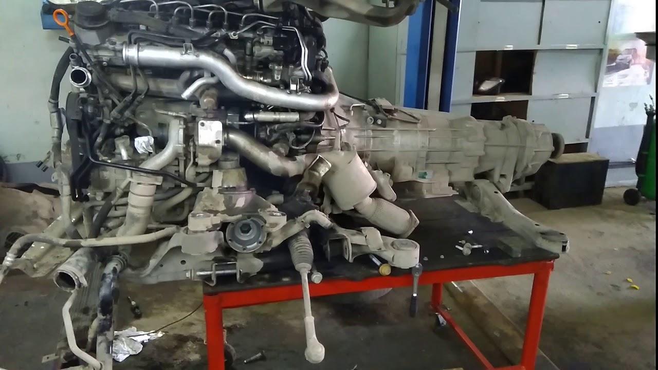Ауди Q7 V12 отделяем двигатель от кузова из за течи ...