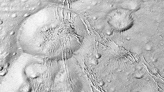Аппарат НАСА «Кассини» сделал уникальные фото Энцелада (новости)