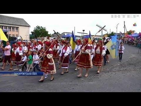 Подробности: Косарі Закарпаття на фестивалі ділилися секретами стародавньої професії
