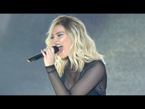 Save Famous Singers Kill SEXIEST Vocal Cracks / Octave Jump (Live) Snapshots
