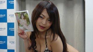 グラビアアイドルの紫乃さんは新作DVD『もぎたて果実』の発売に合わせて...