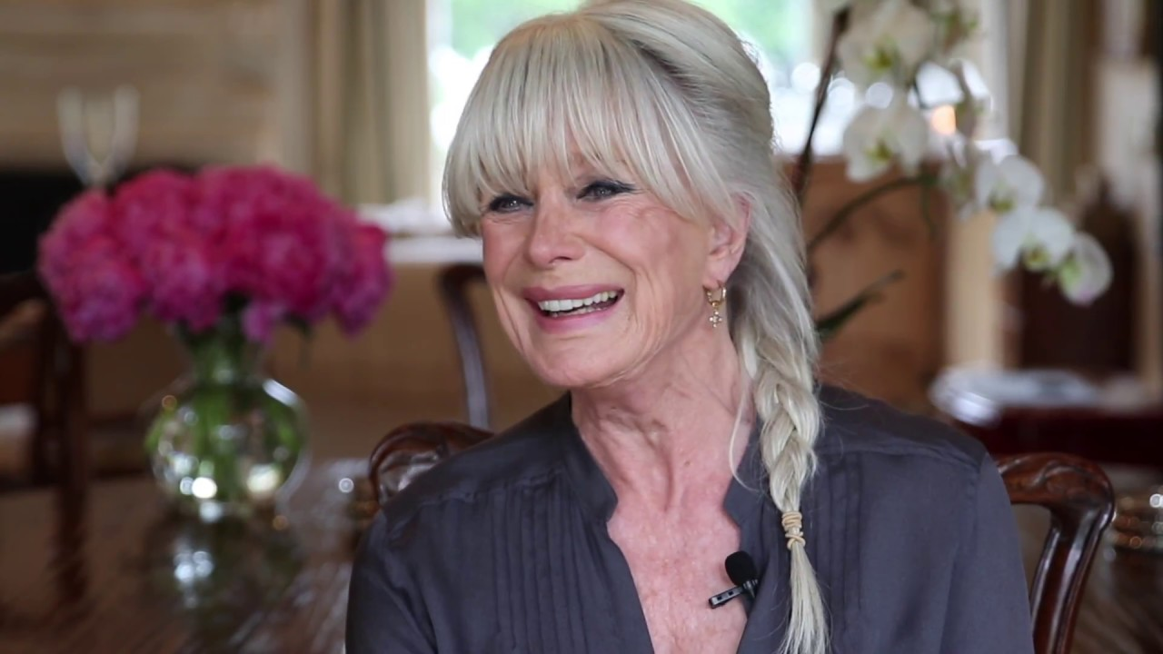 The 78-year old daughter of father (?) and mother(?) Linda Evans in 2021 photo. Linda Evans earned a  million dollar salary - leaving the net worth at  million in 2021