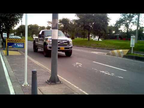Ford F150 4x4 Monster Energy  rodando por las calles de bogota
