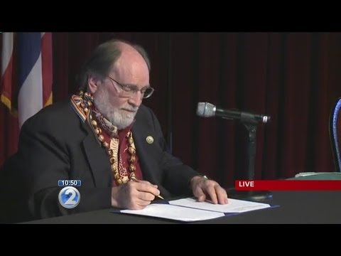 Gov Neil Abercrombie signing ceremony for same sex marriage bill