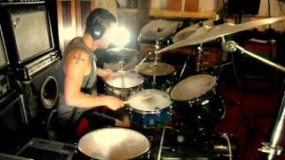 Michael Benöhr-Riveros is drumming an amazing version of Slash Dot ...