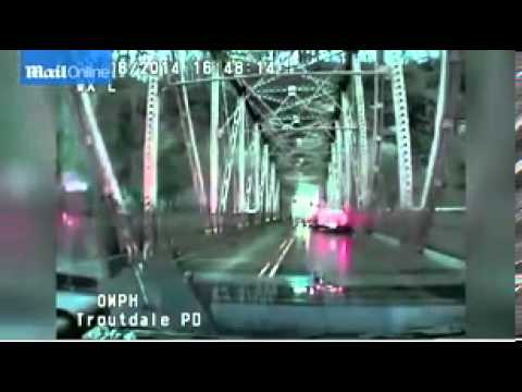 Oregon woman jumps off bridge after leading police on wild chase in stolen car