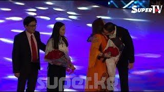 Айчүрөк Иманалиева концертинде үй бүлөсүн эл алдына алып чыкты