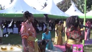 Emikolo n'embaga: Oluvannyuma Ssenga yamufulumya namutwala mu kidaala thumbnail