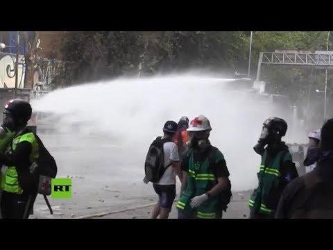 Chile: La Policía Usa Gas Lacrimógeno Y Cañones De Agua Para Dispersar A Manifestantes En Santiago