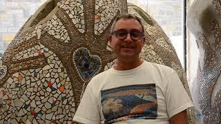 IL MOSAICO DI ANDREINA- 2015- Carlo Martini sostenito al mosaico.