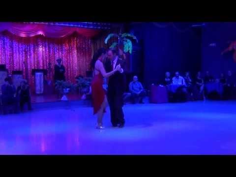 David & Victoria , Bailan un tango típico de Buenos Aires de los años 30