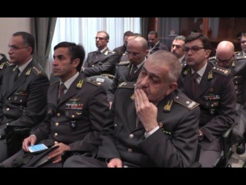 Napoli - Contrabbando sigarette, BAT dona autoveicoli alla Guardia di Finanza (17.12.15)