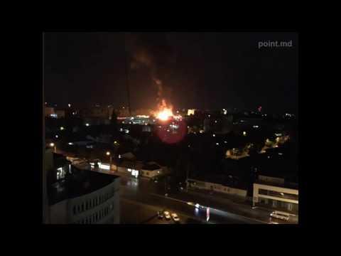 В Краснодаре в многоэтажном доме вспыхнул пожар первые фото