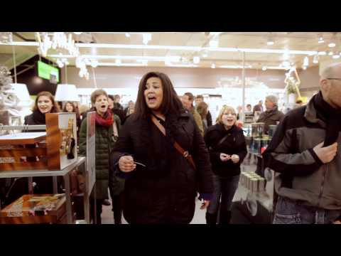 Flashmob concert gospel avec le Glo-Gospel dans un grand magasin à Yverdon