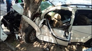 Fortuner car rammed into tree near Salarjung museum | Hyderabad | DEH News