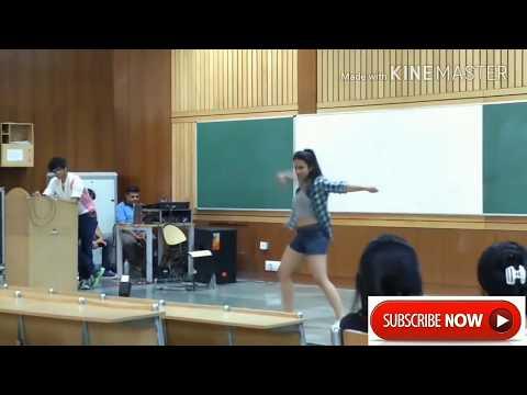 Hot girl dance @ iit class room | IIT BOMBAY | must watch