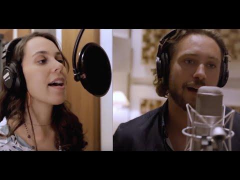 Смотреть клип Clara Gurjão & Bastian Baker - Stars