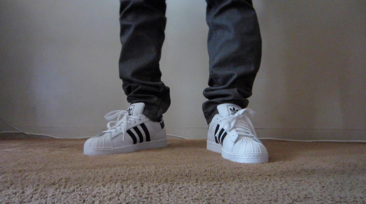Grabar demostración Regaño  Adidas Superstar 2 On Feet (Shell Toe) White and Black - YouTube